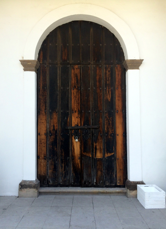 La Escoba church doorway