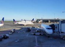 Servicing a United plane